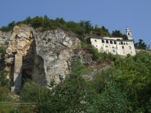 Santuario di Santa Lucia - La chiesa ricavata dentro una grotta naturale