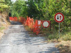 Strada di accesso al Santuario di Santa Lucia: persiste dal 2009 il divieto di accesso ai veicoli
