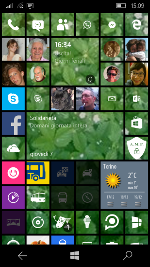 All the new contact tiles, inserted in the Start page, are inside a circle! :-/
