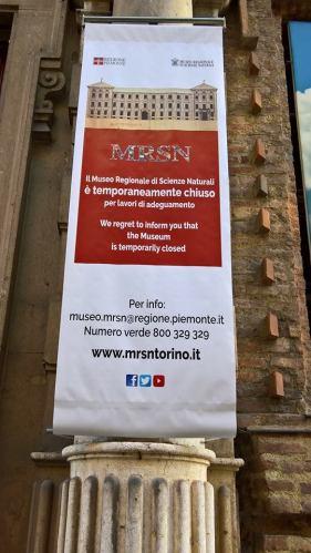 Rimane solo il cartellone di museo chiuso