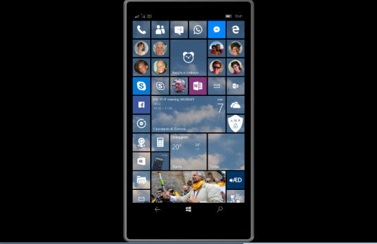 On the remote PC screen is displayed in real-time the smartphone screen