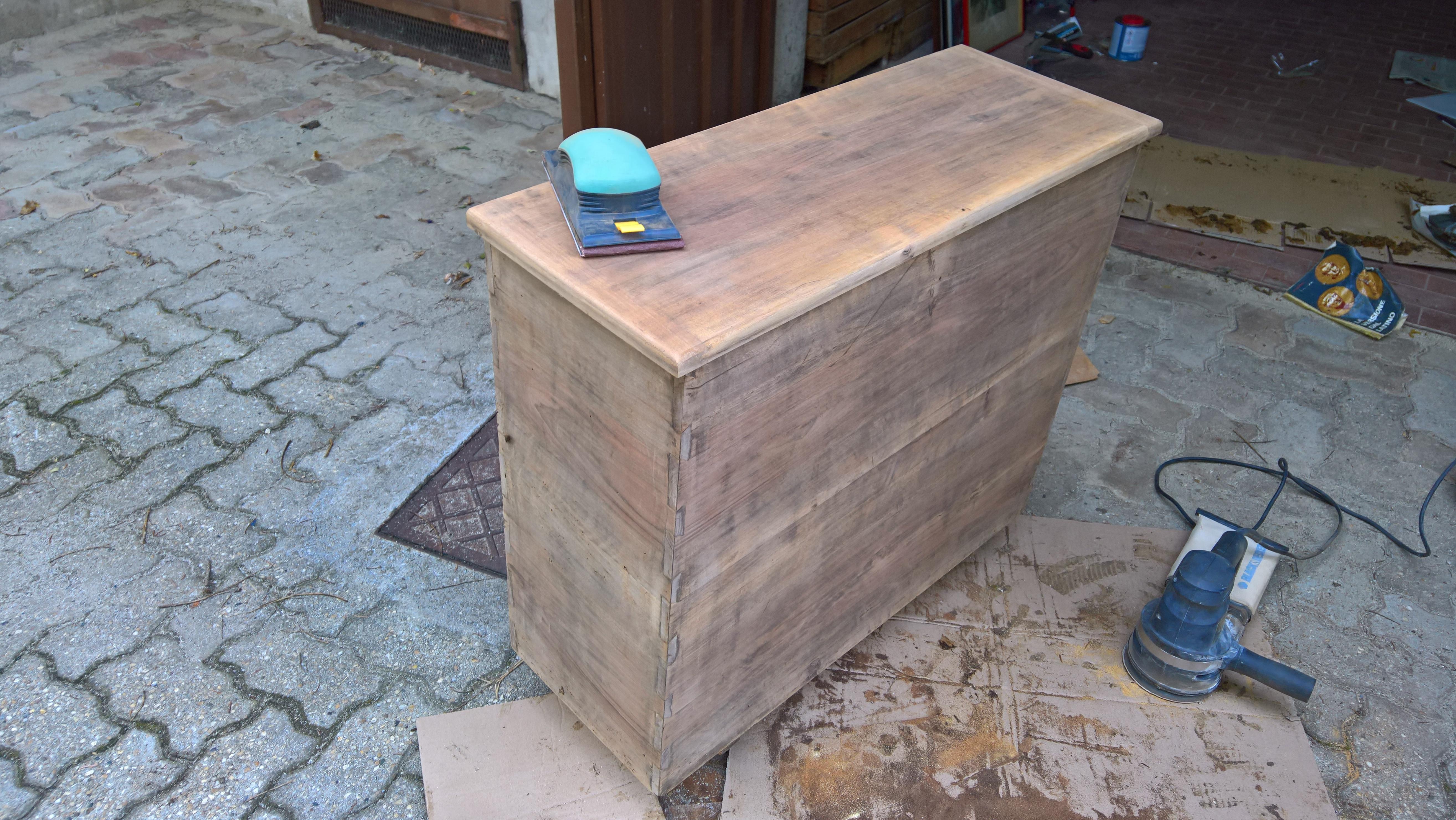 Restaurare Tavolo Legno Rovinato appunti di restauro: sverniciare/riverniciare un mobile in